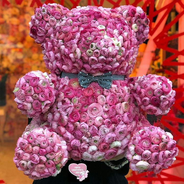 این خرس هم تقدیم اونایی که هدیه ولنتاین دلشون میخاست اما کسی نبود بگیره براشون ایامتون همیشه پر از شکو فه های احساس و قلبتون سرشار از عشق ..