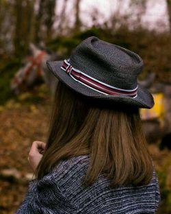 """""""مزرعه که درو شد، کلاغ هم رفت... بیچاره مترسک، احساسش را به کسی سپرده بود که برای نیازش، تنهاییش را پر کرده بود..."""