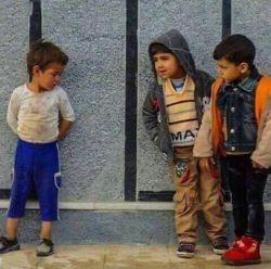 """كم كم به آخر سال نزدیك میشیم... به جای خرید مواد منفجره چهارشنبه سوری یک دست لباس بخریم برای کودکی که با """"حسرت"""" به دوستانش نگاه می کنند"""