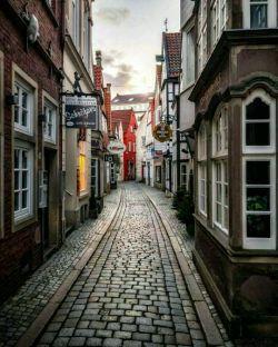 برمن (Bremen) مرکز ایالت برمن در آلمان یکی از زیباترین مجموعه های شهرسازی است. این شهر به نام شهر علم در آلمان شناخته می شود.