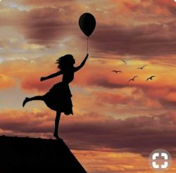 خوشبختی یعنی واقف بودن به اینکه هرچه داریم از رحمت خداست، و هرچه نداریم از حکمت خدا احساس خوشبختی یعنی همین! خوشبختی رسیدن به خواستهها نیست بلکه لذت بردن از داشتههاست