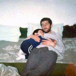 برای این صحنه میشود یک کتاب نوشت  از آرامشی که احسان در آغوش پدر یافته  و از عشقی که در سیل نگاه پدر  بر سر احسان میبارد...  #شهید_حمید_باکری