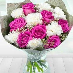 این دسته  گل خوشگل تقدیم به همه خانمهای   محترم در لنزور  روز زن مبارک