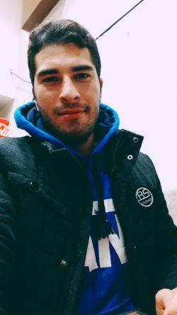 اسداسماعیلی پسر عشق فوتبال و یکی از هواداران دو آتیشه تیم استقلال
