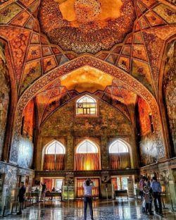 معماری مسحور کننده  کاخ چهل ستون اصفهان❤️  https://www.bazarazerbaijaan.com/ http://paydarpisheh.com