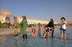 طبق آماﺭ بهزیستی بیشتر اﺯ ۱۱ میلیون معلول دﺭ کشور داﺭیم. چقدر رﻭزانه تو فضاﻯ عمومی میبینیمشون ؟ تقریبا هیچی. بخاطر ساختاﺭ شهر خونه نشین و حبس هستند.  https://www.bazarazerbaijaan.com/ http://paydarpisheh.com