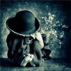 """گاهـــــی """" دلت """" ... از سن و ســـــالت مـــــی گیرد ... !!! میخواهـــــی """" کودک """" باشـــــی .....! کودکــــی که ... به هر بهـــــانه ای ... به """" آغــــــــوشِ """" غمخواری ...... پنــــــاه می برد !!! و ... آســـــوده """" اشک """" مـــــی ریزد !!! هـــــــــی ... ؛ بزرگ ک باشــــی ... بایـــــــد ... : """" بغض هـــــــای """" زیادی را ... """" بی صـــــدا """" دفن کنــــــی .....!!"""