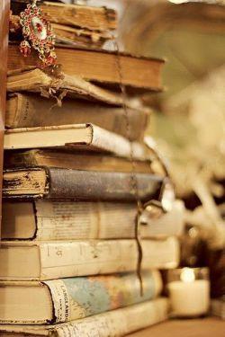 وقتی اتفاق بدی توی کتاب شگفت انگیز زندگیت افتاد فقط چندین ورق بزن و به جلو برو  ارزش نداره بخاطر چند صفحه غمگین سیاه کتاب رو نصفه نیمه رهایی کنی به هر حال توی هر داستانی  باید لحظات غمگین کنار لحظات شاد باشن تا  یه داستان جالب زیبا رو کنار هم خلق کنن پر از رنگ  های زندگی