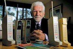"""45 سال پیش در چنین روزی، اولین تماس تلفنی با تلفن همراه توسط مارتین کوپر """" پدر تلفن همراه """" در شهر نیویورک برقرار شد.   کانال ما را به دوستان و آشنایان خود معرفی کنید⏪⏪ #رضوان_نت @Rezvannet"""