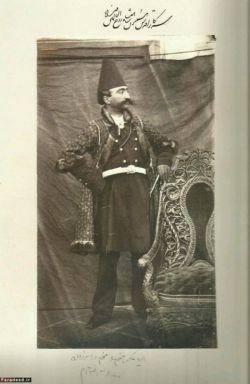 عکسی که ناصرالدین شاه از خودش گرفت،فکر کنم اولین سلفی باشه