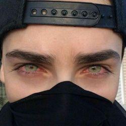The eyes are useless when the mind is blind.  چشما بی تاثیرن وقتی ذهن کور باشه. {تاراگلشن}