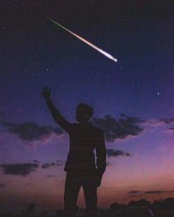 آرزوهاتو یه جا یادداشت کن و یکی یکی از خدا بخواه؛ خدا یادش نمیره ولی تو یادت میره که چیزی که امروز داری؛ دیروز آرزوش کردی!