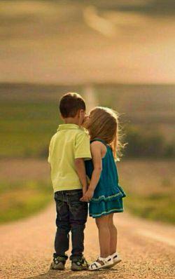 باید كسی باشد برای دوست داشتن... كسی باشد كه وقتی تمامت را گوشه ای گم میكنی بیاید، پیدایت كند...  گشتم نبود نگرد نیست...