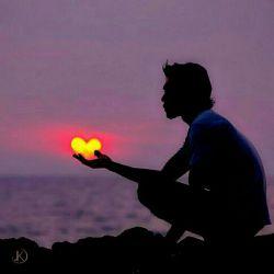 مستِ عشقم، کس ببیند گویدم دیوانه ای/ من نه آن مستم که نوشد باده از پیمانه ای/  مستِ آن یارم که دارد با نظر لطفی به من/ من به اعجاز از نگاهش می شوم مستانه ای/  آنکه در بازارِ بی رحمی به جانان دل دهد/ خانه یِ قلبش نگردد جایِ هر بیگانه ای/  غافلان دولت سرا دنبالِ جانان می روند/ چشمِ دل وِی را ببیند همرهِ بیچاره ای/  آنکه درمانی کُند دستی بگیرد در خَفا/ اینچنین بر شمعِ جانان می شود پروانه ای