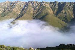 مه در بالای کوههای اشکورات