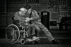 عشق توی این عکسه ؛ یا ازدواج نکنید یا تا آخرش اینجوری پای عشقتون وایسین ♥️   