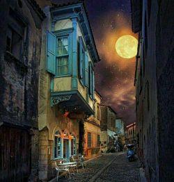 به گمانم فـردا روز خـوبی بـاشد، صورتِ مـاه به من میگوید: گرچه شب تـاریڪ است، دل قـوی دار سحـر نـزدیڪ است... شبتون خوش دوستان