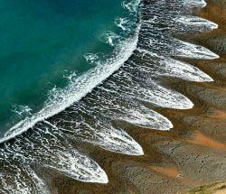 ساحل اسرارآمیز #کاسپ_انگلستان  ...در این ساحل موجهای #سینوسی وجود دارد که دانشمندان هنوز نتوانستهاند دلیل ایجاد این پدیده را بیابند.