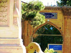 خراسان غربی / نمایی از سردرب آجرکاریشده مدرسه تاریخی خیام، از دیدگاه میدان خیام در شرق شهر نیشابور.