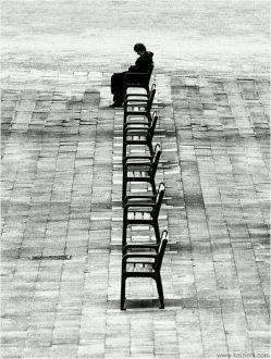 #جمعه مرد بی معشوقه ایست  با پیراهنی چروک  که تنهایی اش را  لای دفتر شعرهایش  پک میزند!  فقط عصرها  کمی خاکستری تر ..