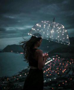 بعضی آدمها قرار اند كه نباشند  قرارداد آنها همین است !  تو نمیتونی فسخشان كنی ... تو فقط باید، شبها را با خاطراتشون زندگی كنی..
