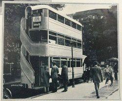 اولین اتوبوس سه طبقه جهان را در لندن سال ۱۹۲۶ میلادی