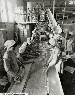 عکس قدیمی از کارخانه تولید بیسکویت ؛ سال ۱۳۵۲