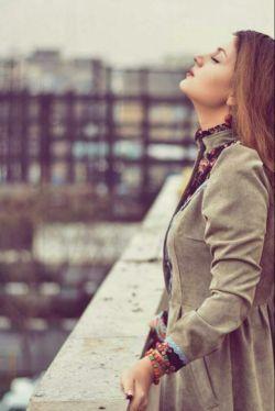 دل را چنان به مهر تو بستم  که بعد از این  دیگر هوایِ دلبرِ دیگر نمیکنم.....    