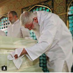 دیشب خوابت را دیدم آقای من...کاش خواب نبود و واقعیت بود نماز خواندن پشت سر تو آن هم در حرم امام رضا ع...