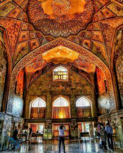 عکسی زیبا از معماری فاخر و اصیل ایرانی ...   کاخ چهل ستون اصفهان