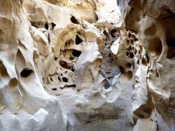 تصویری زیبا از تنگه چاهکوه، یکی از عجایب طبیعی قشم