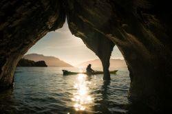 عکس روز نشنال جئوگرافیک: آب های طلایی و غارهای مرمری، شیلی