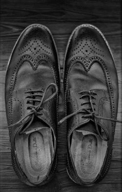 #کفشهایم دارند ریاضیدان های خوبی میشوند  از بس که طول و عرض کوچه تان را پیموده اند...