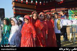 گروه سرود با لباس زیبای محلی در مرودشت