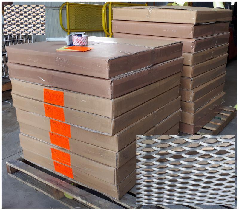استرچ متال آلومینیوم با رنگ الکترواستاتیک برای استفاده در سقف کاذب در ابعاد 80 در 80 سانتیمتر .