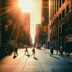 #کانادا خیابان های تورنتو حالا یه نگاه به خیابان های تو تهران رو نگاه  اصلا خودمون نمیخوایم که کشورمون مثل کشور اروپایی یا جای دیگه باشه اگه دست به دست هم بدیم میتونیم
