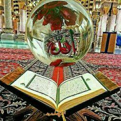 * رمضان آمده است و تمام درهای آسمان به روی زمین بازند و رحمت خداوند هر لحظه و هر ثانیه بر سر و رویمان فرو میریزد.  * اینک دقیقهها و ثانیههایمان، همه لحظههای استجابتند. روزها و ساعتها، همه موسم رستگاری و رهاییاند.  * خدا گوش به زنگ است. گوش به زنگ توبهها، آرزوها، گوش به زنگ استغفارها... خدا دنبال بهانه است، کوچکترین بهانه برای آنکه بهشتش را ارزانی کند و بندهاش را برای ابد در آغوش لطف خویش بگیرد ...  * سلام بر رمضان ... ماه مهمانی دلها خوش آمدی ...