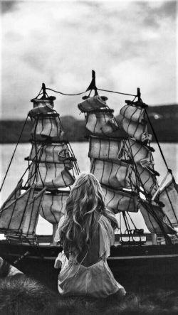 قلبـــــ♥ـت  تنها جزیره ای بود در اقیانوسـ بی کسی   کهـ  تلاطم امواج #گیسویت  کشتی عشقـ مرا به آنجا رساند
