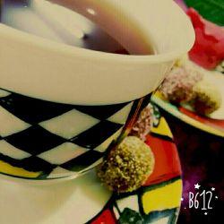 دلخوشم با نفسی حبه ی قندی. چایی, صحبت اهل دلی, فارغ از همهمه ی دنیایی دل خوشی ها کم نیست دیده ها نابیناست...