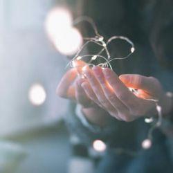بی هوا زنگ بزن  بگو دلتنگی بگو  میخواهی ببینی مرا  بگذار یکبار هم که شده  جمله ی  دل به دل راه دارد را  با تمام وجود احساس کنم !