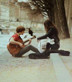 با عشق آنسوی خطر جایی برای ترس نیست  در انتهای موعظه دیگر مجال درس نیست  کافر اگر عاشق شود بی پرده مومن می شود  چیزی شبیه معجزه با عشق ممکن می شود