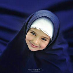 ✅ شماره 67 ✅ #بسم_الله_الرحمن_الرحیم ❤ دختر بچه هاتون رو آرایش نکنید ❌ اینکار حمله به حریم کودکیه ❌ زیبایی طبیعیش رو زیر سوال میبرید و ناخودآگاه بهش یاد میدین که خوشگلیش مهم ترین ارزشه ✋