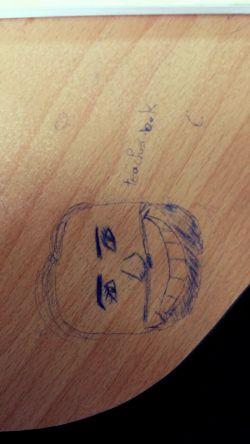 خداحافظ مدرسه:   چقد گریه کردیم امروز-___-  تصویری که مشاهده میفرمایید حاصل هنر نمایی بنده است سر کلاس علوم اجتماعی,  آقای کریمی حلال کنید:/