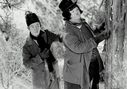 فیلم سینمایی لورل و هاردی در دخترکولی  www.filimo.com/m/r5meP