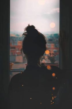 میخواهم و میخواستـمت تا نفســم بود.... میسوختم از حسرت و عشقِ تو بَسَم بود...