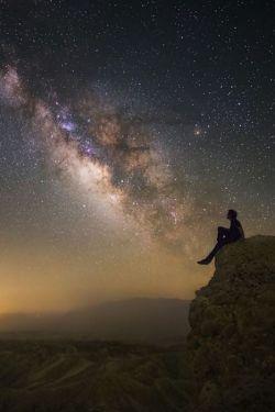 هر چیزی زیبایی دارد حتی آسمان سیاه با ستاره های چشمک زنش