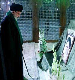 امام می دانست ،که شما میشوی ناخدای با خدای کشتی انقلاب ، وگرنه با قلبی آرام ودلی مطمئن نمیرفت..   #امام-خامنه-ای #رهبر #سید-علی-حسینی-خامنه-ای