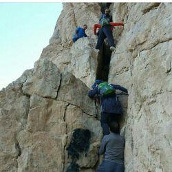 اینم ی جای سختی بود ولی تا بالای همین جا رفتیم که من دیگه حالم گرفته شد.خیلی وقت بود که کوه نرفته بودم.چاق شدم.خخخ