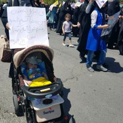 اولین راهپیمایی پسرم(: ان شاءالله پسرم از اقامه کنندگان نماز و نابودکنندگان استکبار باشه شما هم لطفا براش دعا کنید و برای آرزوی من یه نور صلوات راهی کنید دوستان ممنون
