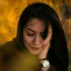 چنان تنهای تنهایم، که حتّی نیستم با خود.......  نمیدانم که عُمریرا، چگونه زیستم با خود.........